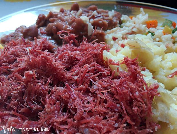 marmita com carne seca