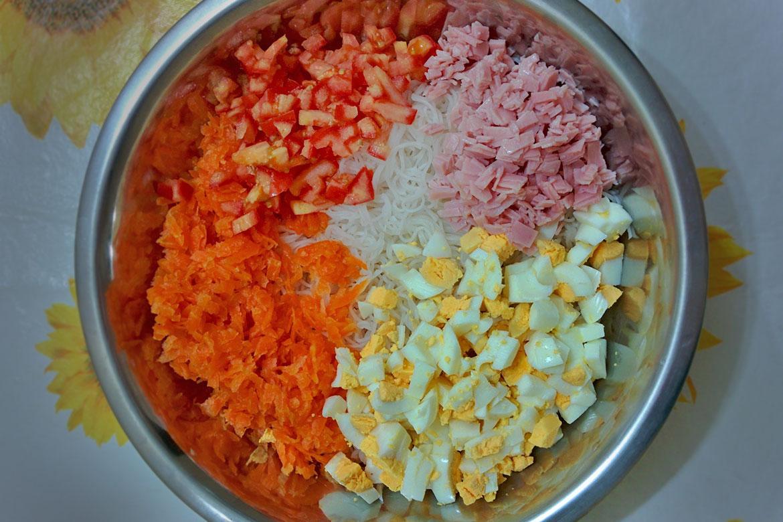 salada macarrão de arroz