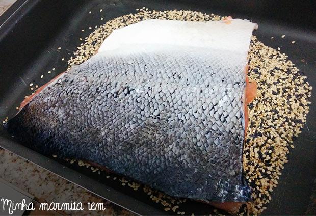 receita salmão com crosta gergelim