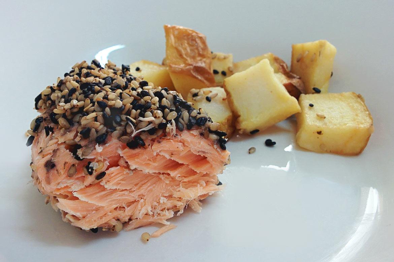salmão assado com gergelim
