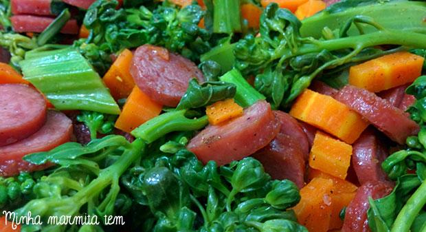 legumes no forno com linguiça